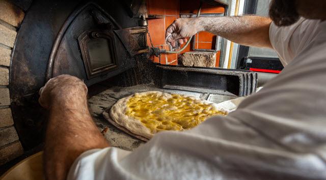Schiacciata cuite au four à pizza