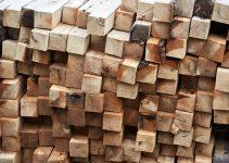 Du bois de hêtre empilé
