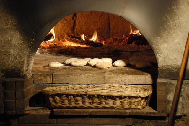 Une fois que le four redescend en témpérature, on peut y cuire du pain (par exemple)