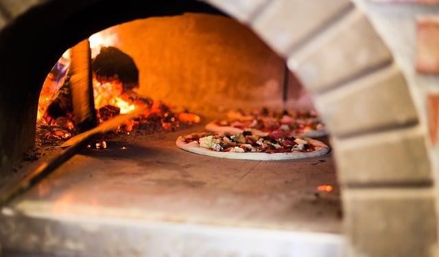 Cuissons de pizza au feu de bois