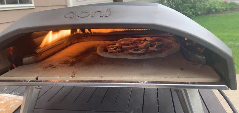 Cuisson de la pizza avec le Koda 16