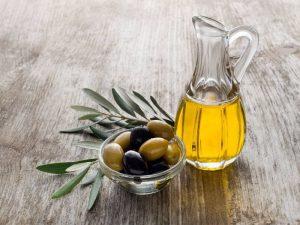 Huile d'olive sur une table
