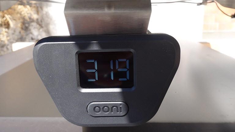Thermomètre en façade sur le Ooni Karu 16